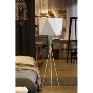Tripod steel floor lamp