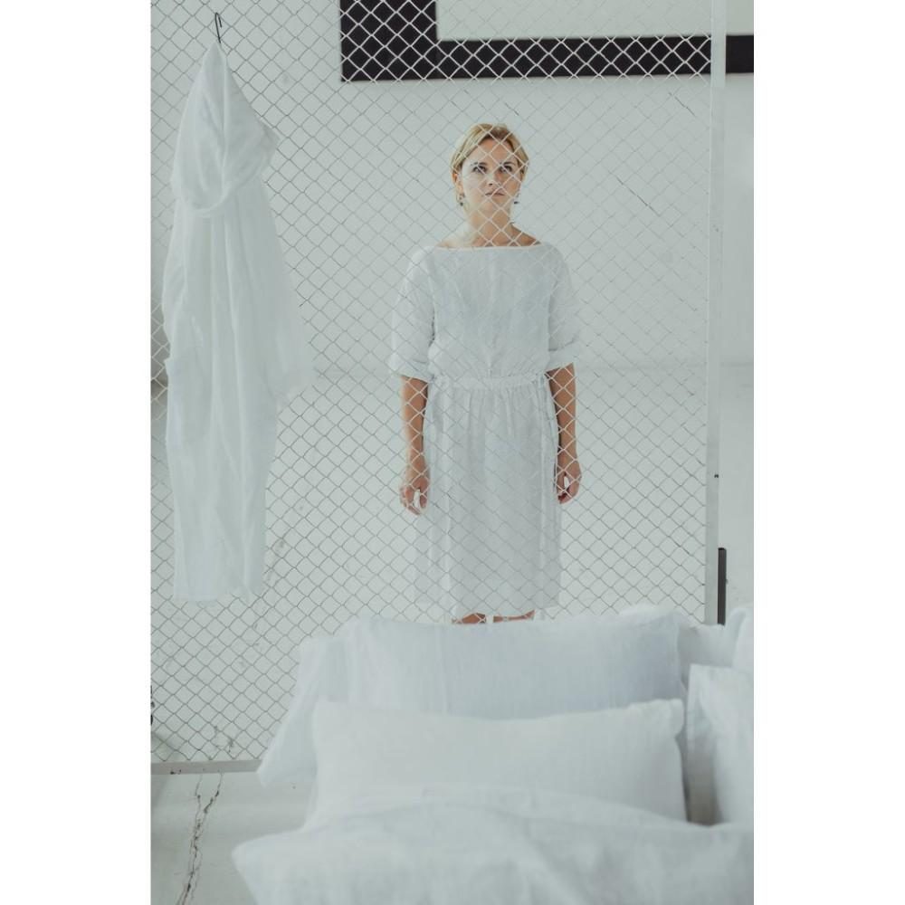 riija-whitedress